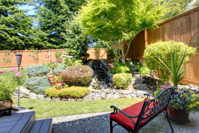 Exemple d'aménagement de petit jardin arrière-cour